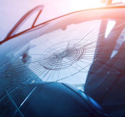 Pęknięcie szyby samochodowej